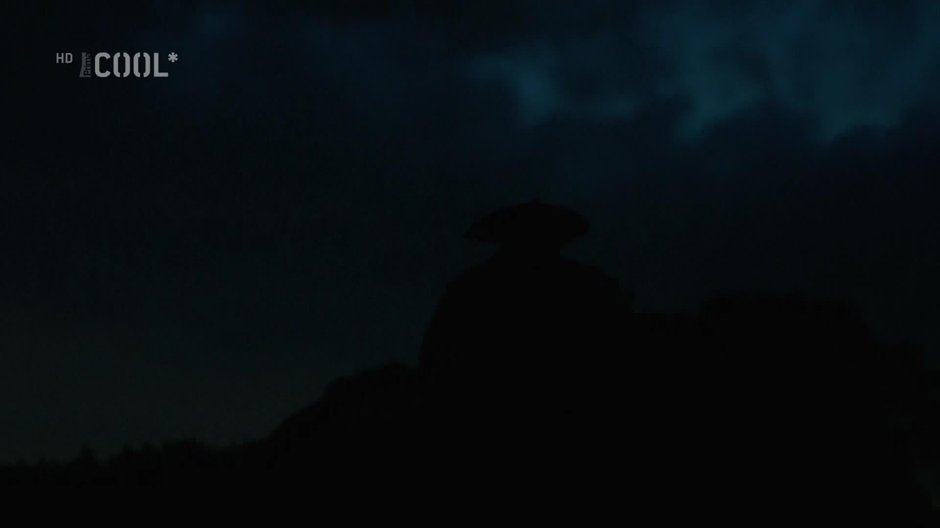 Pod cernou vlajkou S04E08 CZ dabing HD