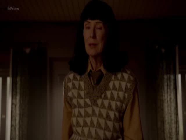 American Horror Story Cult S07E10 Charles  Manson  to zaridi CZ dabing